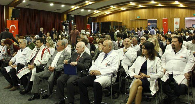 İYYÜ Tıp Fakültesi öğrencileri beyaz önlüklerini giydi
