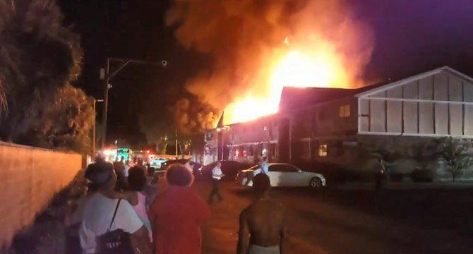 Çocuklarını yangından kurtarmak için eve girdi…