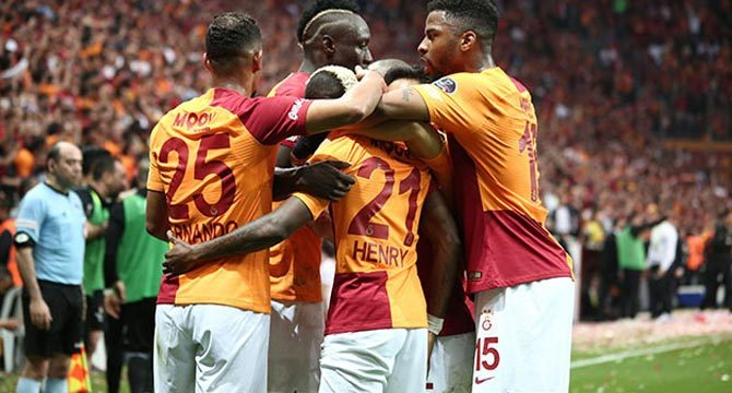 Galatasaray derbiyi kazandı, liderlik koltuğuna oturdu