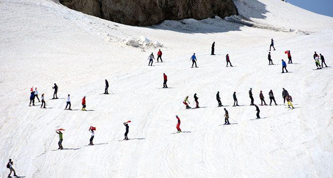 Hakkari'de mayıs ayında kayak keyfi