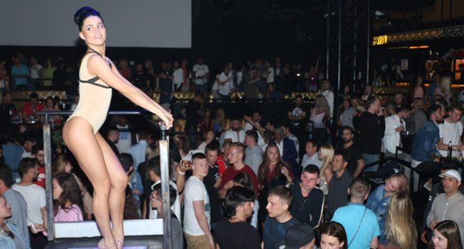Antalya'da Rus şarkıcının konserine yoğun ilgi