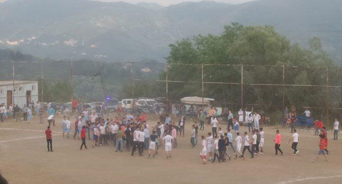 Köylülerin dostluk turnuvasında taşlı-sopalı kavga