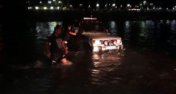 Nehir yükselince mahsur kaldılar