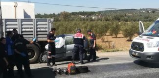 Emniyet şeridinde duran TIR'a çarpan otomobilin sürücüsü öldü
