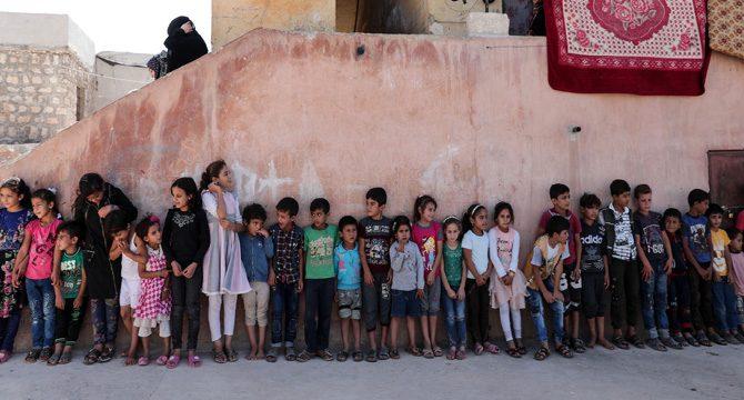 Türk Kızılayı, Suriye'de 'savaşın çocuklarının' yüzünü güldürdü