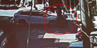 Otomobil ile motosikletin çarpışma anı kameraya yansıdı