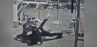 Uçağına geç kalan yolcu, havaalanını birbirine katınca polis durdurdu