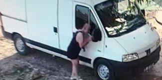 Alacaklısı dehşeti yaşattı, iç çamaşırıyla gidip yardım istedi