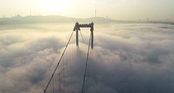 İstanbul Boğazı'ndaki sis havadan fotoğraflandı