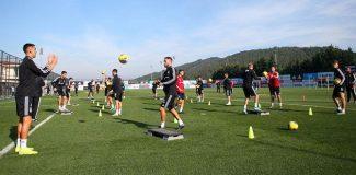 Beşiktaş'ta Atiba takımla çalışmalara başladı