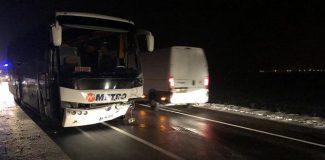 Yolcu otobüsü ile çarpışan otomobildeki karı-koca öldü