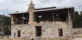 Tarihi camiye metal çatı, tepki çekti