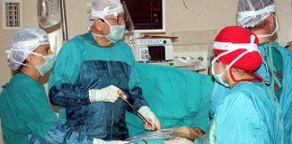 Bilimsel toplantıda canlı 'çökük göğüs' ameliyatı yapıldı
