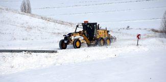 Karla mücadele ekiplerinin zorlu mesaisi
