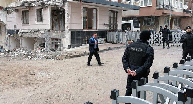 Çöken binanın çevresinde güvenlik önlemleri devam ediyor