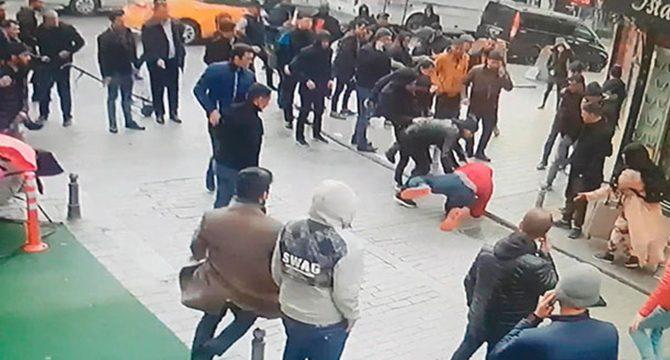 Fatih'te İranlı silahlı gaspçıları vatandaşlar yakaladı