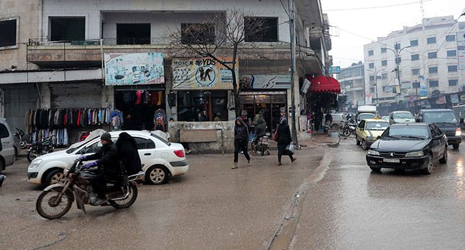 İdlib'de, bombardıman altında yaşam devam ediyor