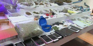 İstanbul'da okul çevrelerinde uyuşturucu satan çeteye operasyon: 21 gözaltı