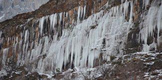 Köy buza döndü, şelaleler dondu