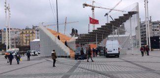 Taksim'e 'geçici sergi platformu' tartışma konusu
