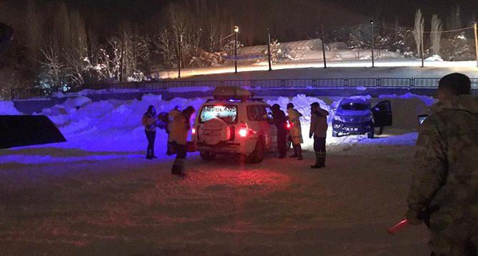 Kalp krizi geçiren polise meslektaşları helikopterle ulaştıb