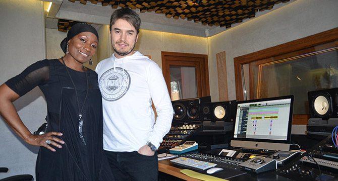 Della Miles, Mustafa Ceceli ile düet için stüdyoya girdi