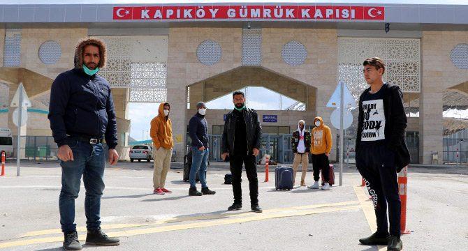 Kapıköy'ün kapatıldığından haberi olmayan İranlılar kapıda kaldı