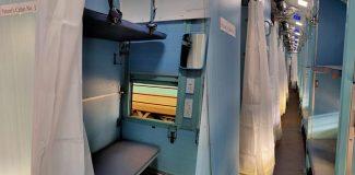 Hindistan'da tren vagonları karantina hastaneye çevrildi