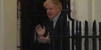 Karantina altında olan Boris Johnson ilk kez görüntülendi