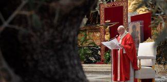 Papa Francis 'Kutsal Hafta' duasını kapalı kapılar ardında yaptı