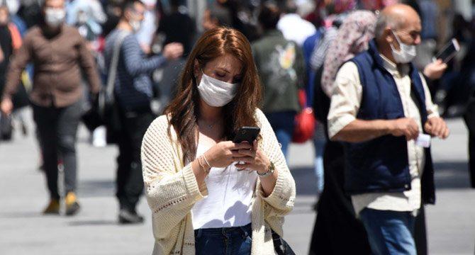 Kadınlar koronavirüsten, erkeklerden fazla korkuyor