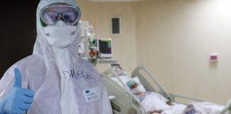 Koronavirüsü yenen doktor, yoğun bakımda iş başı yaptı